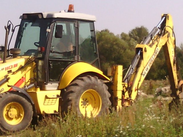 прочая спецтехника   New Holland B110
