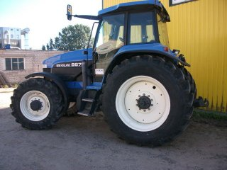 New-Holland 8670